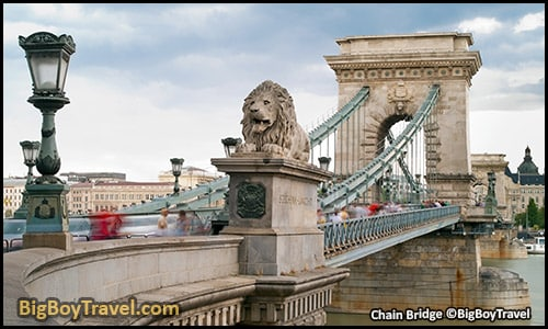free budapest walking tour map central pest monuments - Chain Bridge Lion Statues